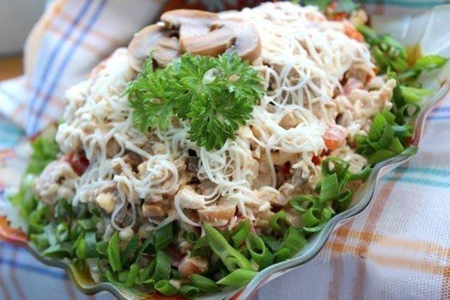 Салат «Алекс» с курицей и шампиньонами — невероятно простая в приготовлении вкуснятина!
