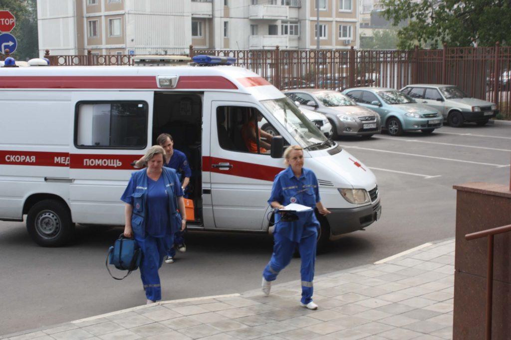 Женщина в очередной раз вызвала скорую помощь. Ответ врача: «Да пошла ты, сссукаааа!!!