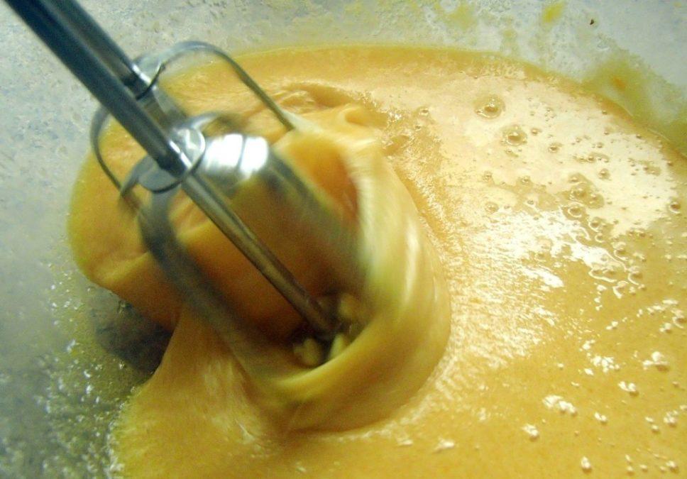 Просто смешайте все эти ингредиенты и поставьте в духовку. Вкуснейшее чудо готово!