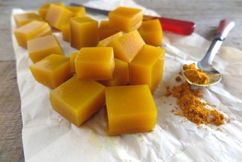 Кубики из желатина с мёдом и куркумой — действенное противовоспалительное средство