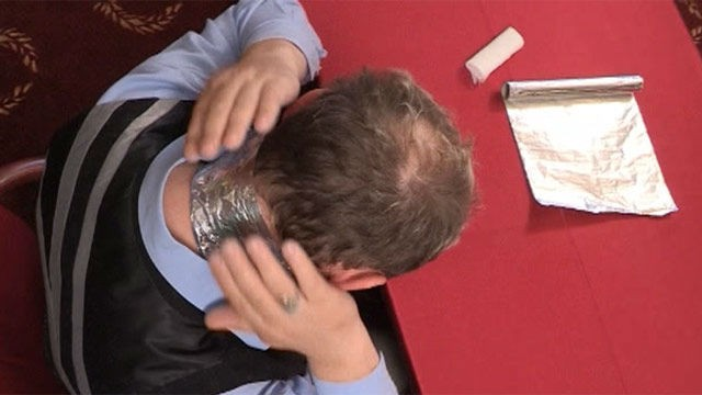 Знакомый рассказал как лечит многие заболевания обычной фольгой… И ведь работает!