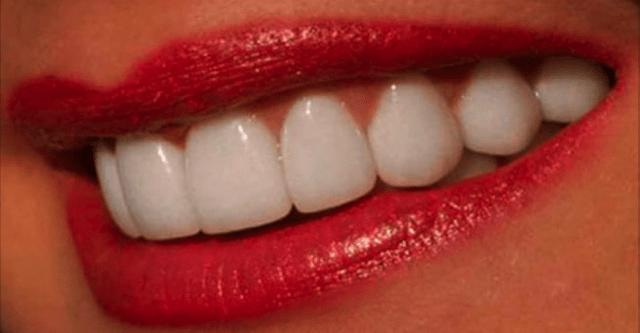 Натуральный отбеливатель для зубов. Даже мой стоматолог остался доволен!