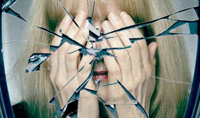 Зеркальные законы: что категорически запрещено делать перед зеркалом