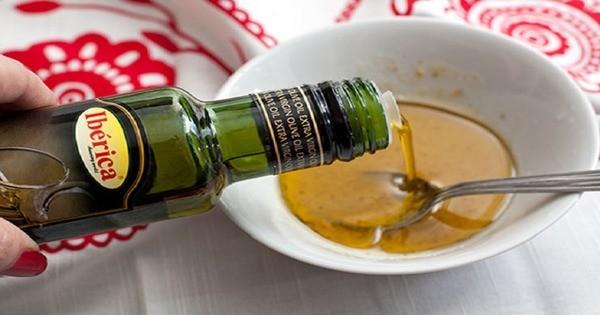 Разведите соль маслом и нанесите на больные суставы - боль пройдёт