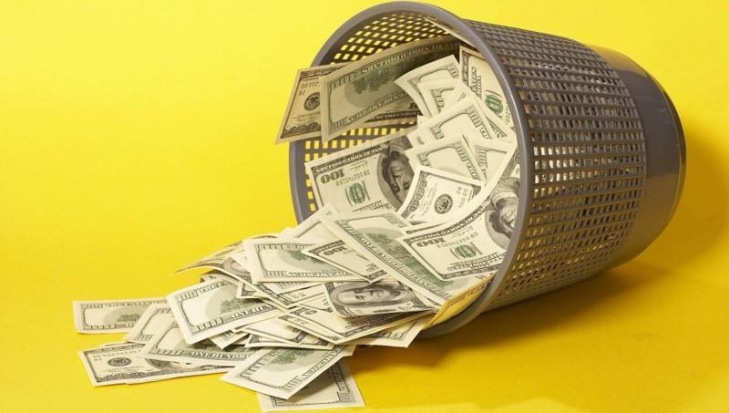 Американка выбросила в мусор более миллиона долларов. Как так?