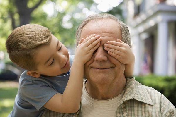 Вот так вот дед воспитывал своих внуков. «Оставила нас бабушка на даче…»