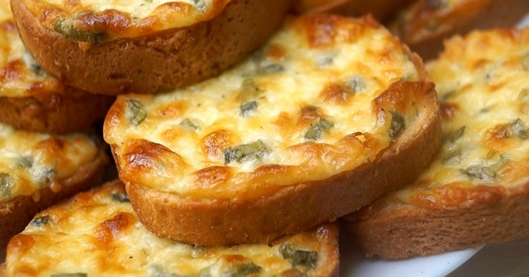 Сырные гренки «Пятиминутки»: просто пальчики оближешь. И никакой мороки!