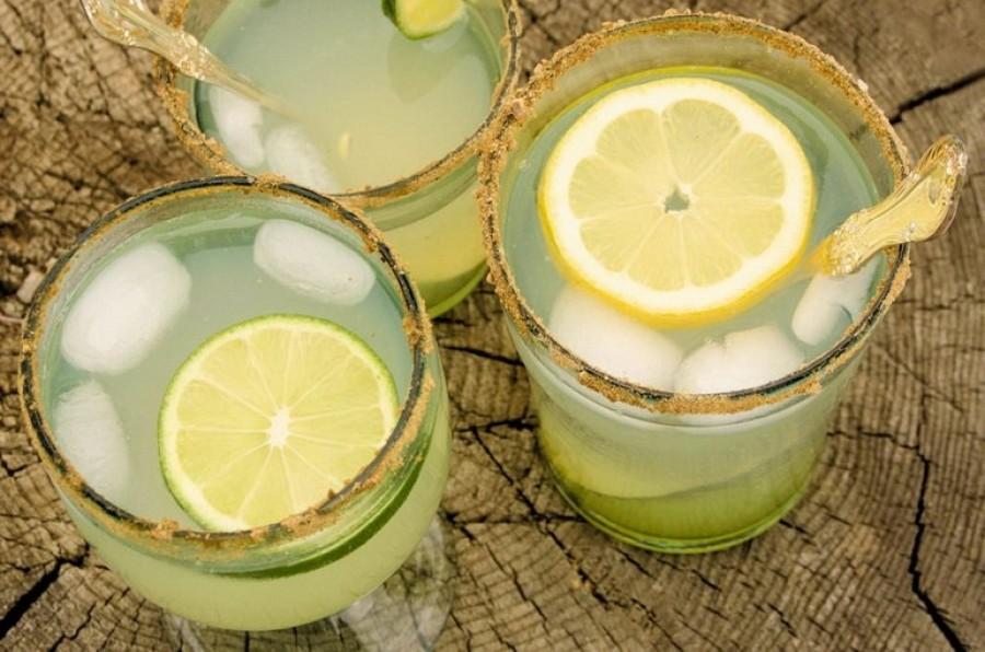 Почему пить воду с лимоном опасно для здоровья: медики пояснили