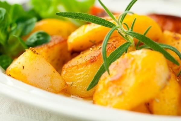 Как правильно запекать картошку в духовке