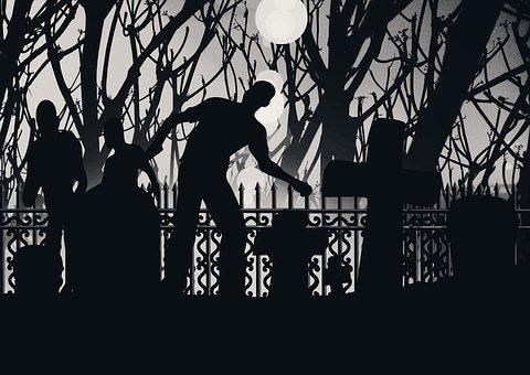 Ближе всего к дому через кладбище, как то раз уронила ключ в сугроб у могилы...