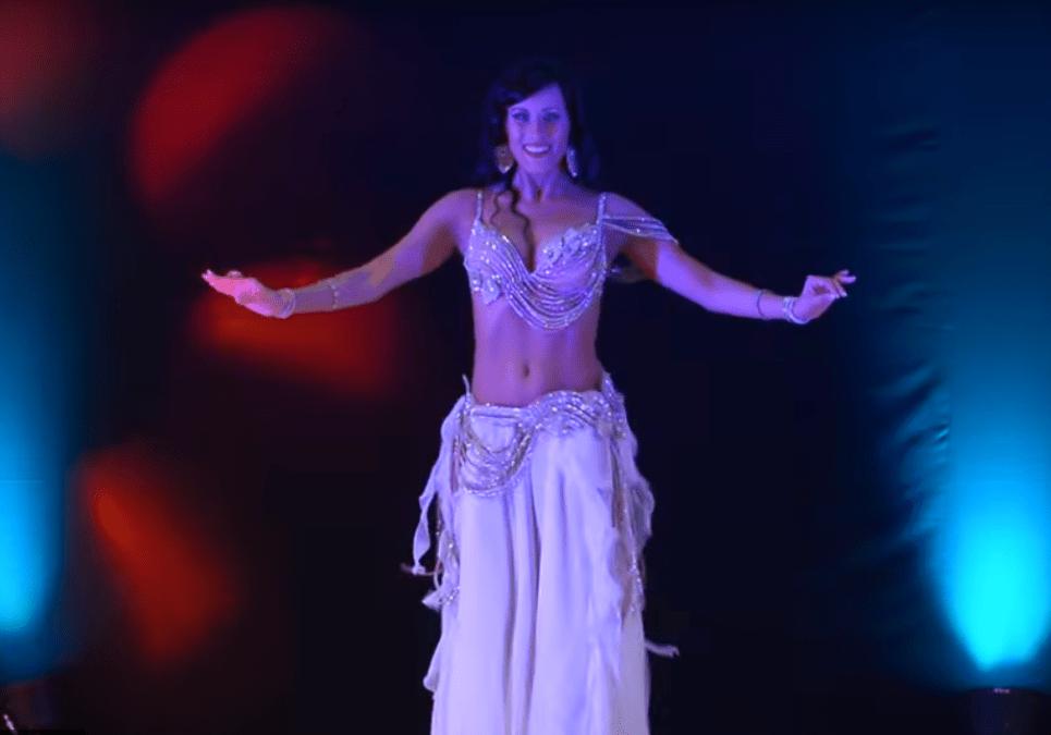 Она — одна из лучших в мире! Очень красивый танец!