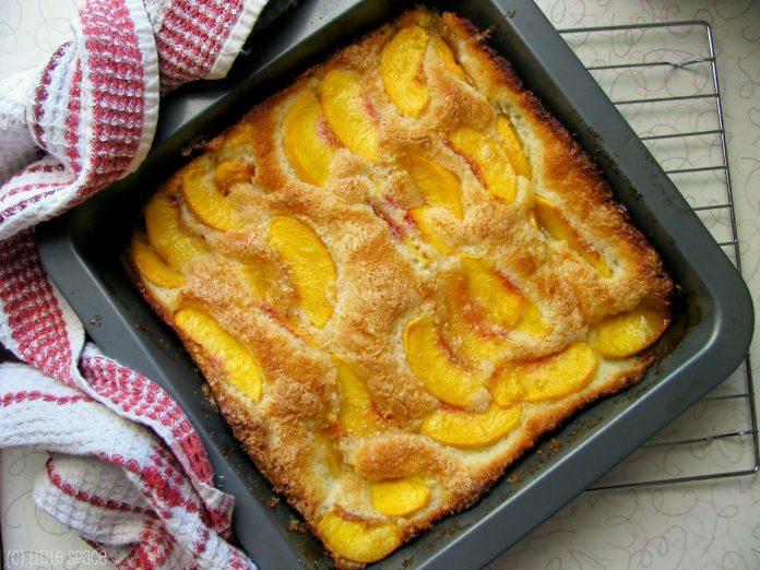 Вкусный и экономный пирог на кефире с фруктами, который получается всегда!