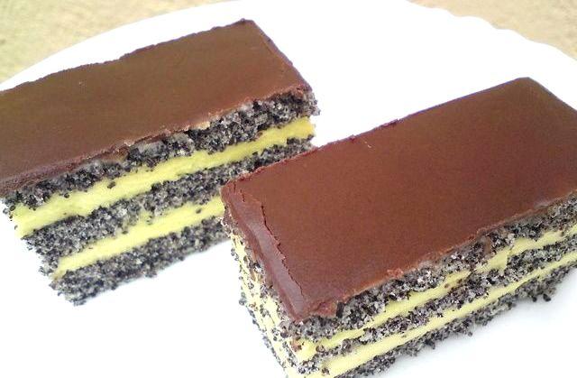 Торт с маком, ванильным кремом и шоколадной глазурью. Идеальное сочетание вкуса и аромата