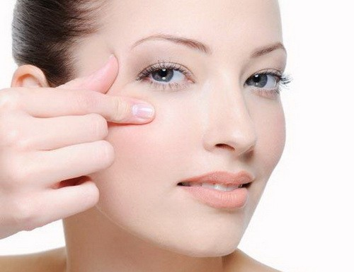 Как быстрее разгладить морщины вокруг глаз? Эффективные маски, важные правила хитрости