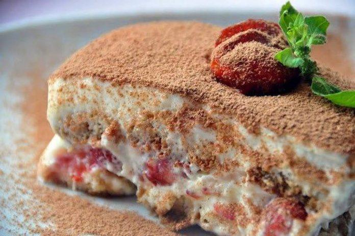 Нежнейший клубничный тирамису — десерт на миллион!