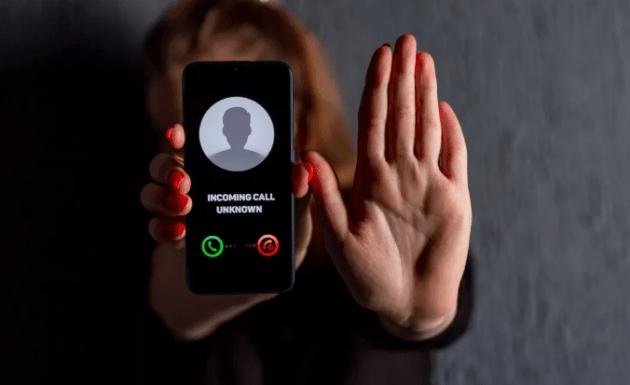 Почему НЕЛЬЗЯ брать трубку, если вам звонят с вашего же номера? Да, и такое бывает!