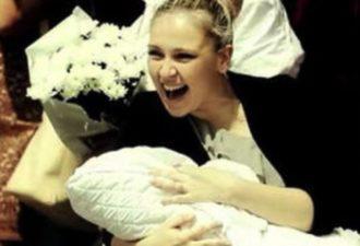 Молодой папаша встречает жену из роддома! Медсестры заплакали от зависти!