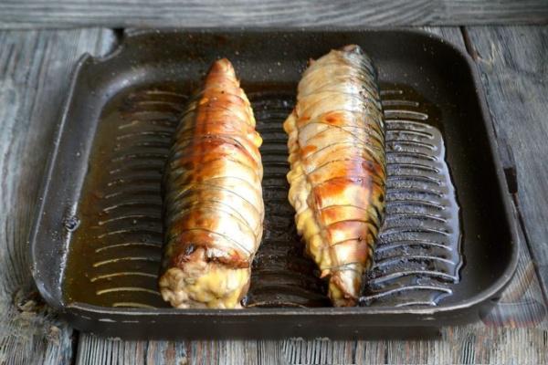 Скумбрия, запеченная в духовке с сыром и орехами — вкуснейшая нежная рыбка!