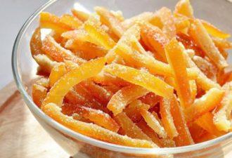 Не спешите выкинуть апельсиновые корки. Из них можно сделать вкусное угощение!