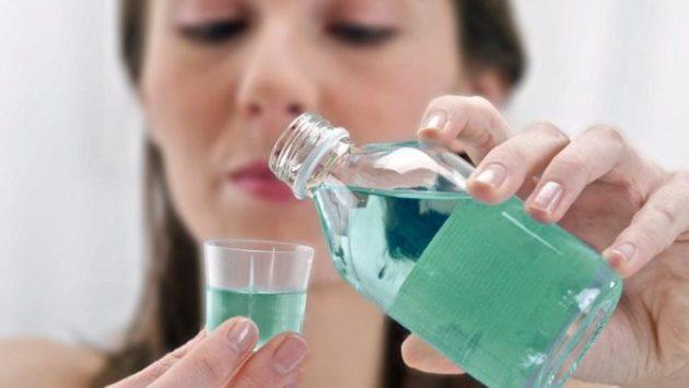 Ополаскиватель для рта может сотворить чудо с вашими ногами! Попробуйте!