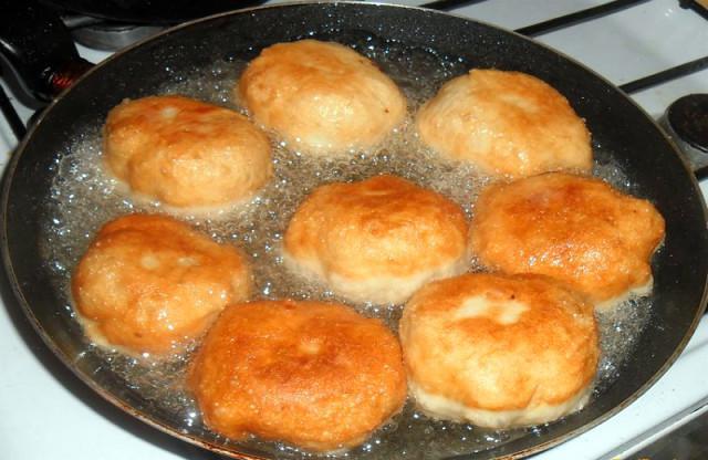 Как приготовить самые вкусные и пышные беляши с мясом на сковороде