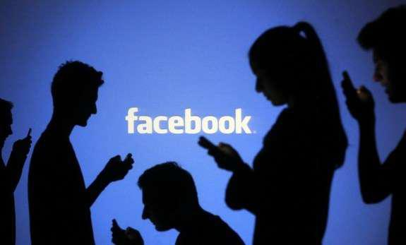 Отец придумал поучительное наказание для дочери, которая оскорбляла людей через Facebook