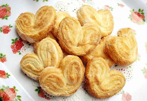 Ушки из слоеного теста – легкий и вкусный рецепт идеального печенья!