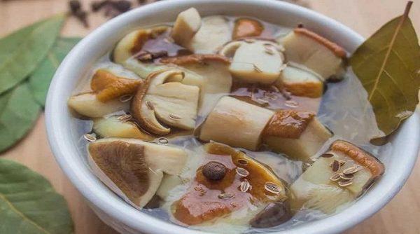 Этот простой маринад придаст любым грибам неповторимый аромат и нежный вкус