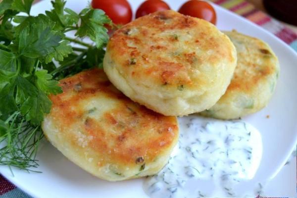 Картофельные биточки с сыром — разлетаются вмиг, а готовятся ещё быстрее!
