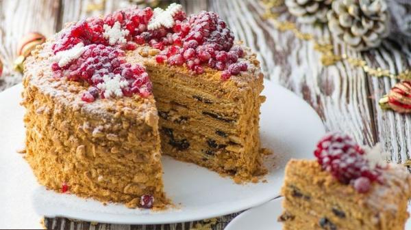 Зимний вариант торта «Медовик» - идеальное сочетание компонентов!