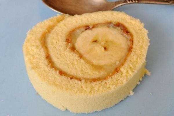 Вкуснейший банановый рулет по упрощённому рецепту