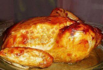 Праздничная курица в медово — горчичном соусе, запеченная в духовке — аппетитная золотистая птичка