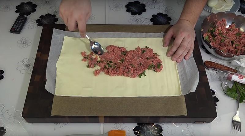 Очень необычный и обалденно вкусный мясной пирог по простому рецепту!