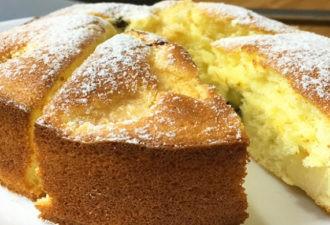 Соблазнительно аппетитный, очень вкусный и простой в приготовлении бисквитный пирог