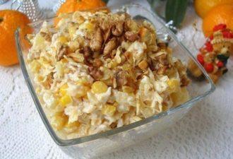 Лёгкий и нежный салат с курицей и ананасом и сыром к праздничному столу