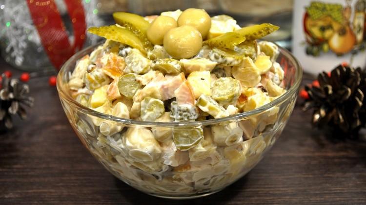 Вкуснейший салатик с курицей, грибами и огурчиками всего за 5 минут