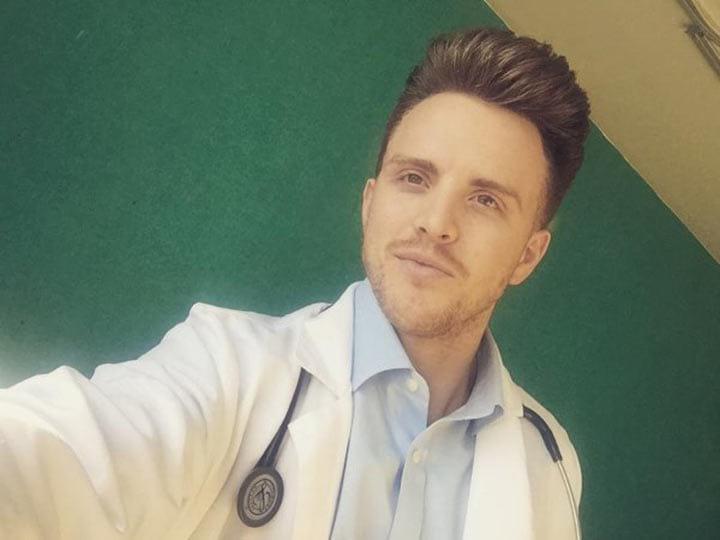 Почему врачи обязаны носить белые халаты? Я этого не знала...