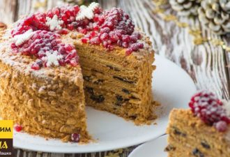 Торт «Медовик» в зимнем стиле