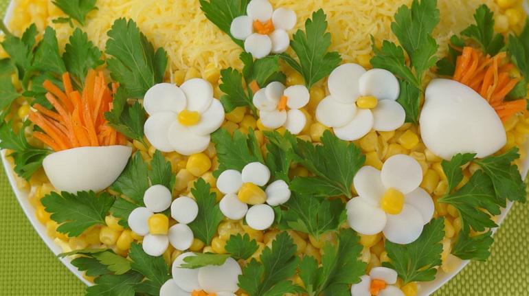 Салат «Весенняя корзинка» - шикарная идея для праздничного стола!