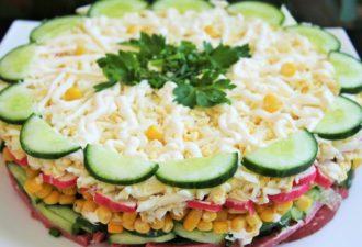 Слоеный салат «Новинка»! Очень вкусный и ароматный!