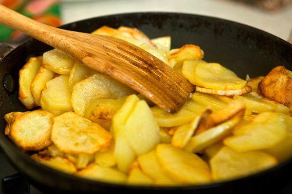 Как правильно и вкусно поджарить картошечку с очень румяной корочкой!