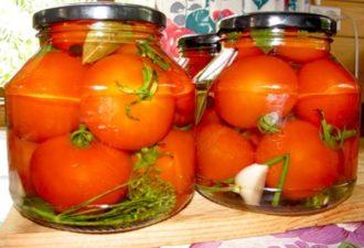 Этот рецепт мамы моей подруги. Теперь закрываю помидоры только так!