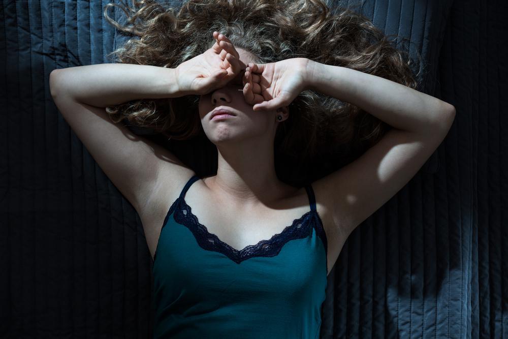 Чего ни в коем случае нельзя делать, проснувшись среди ночи. Почему это так важно