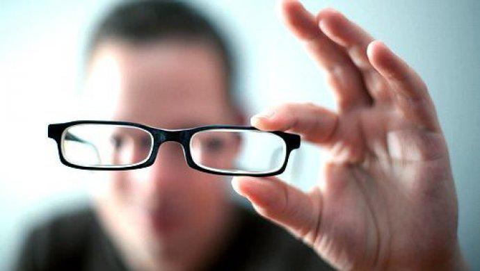 Как обычный давленый чеснок поможет восстановить зрение без операций