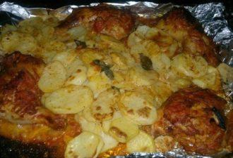 Картошка с окорочками в обалденном соусе — идеальный ужин для большой семьи!