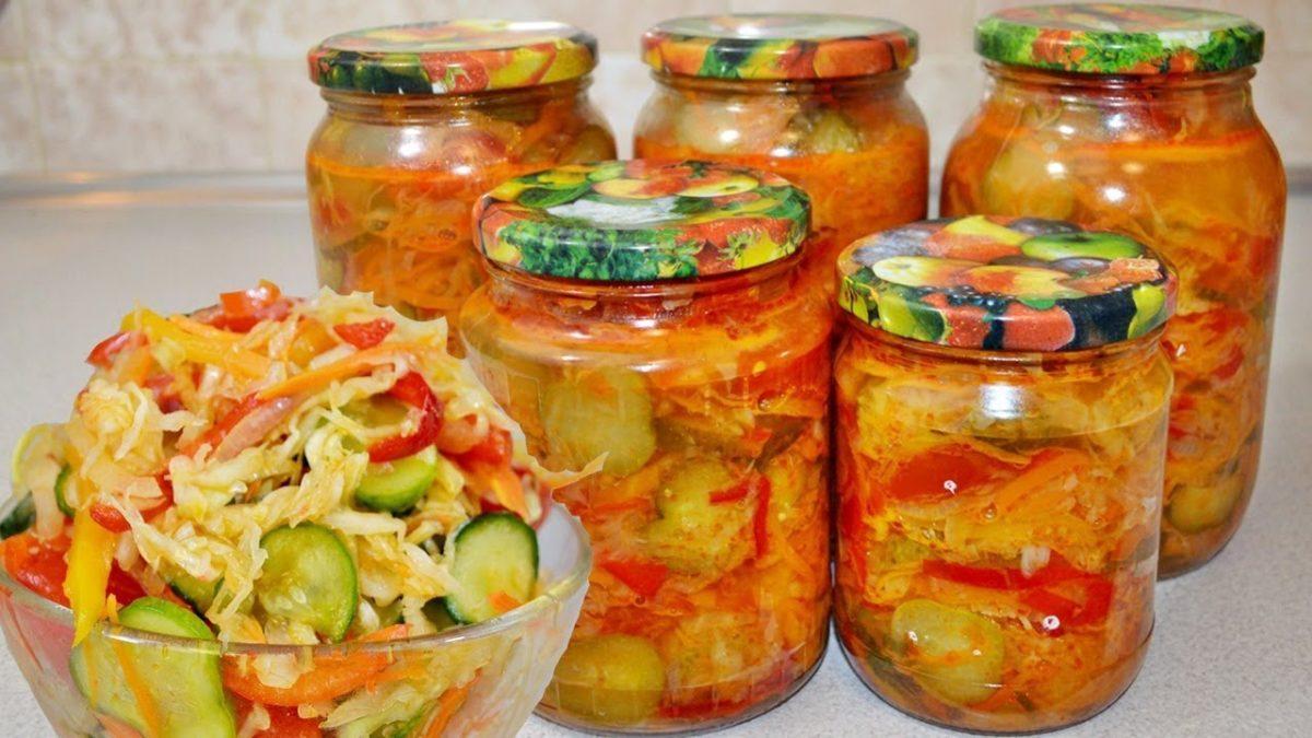 Салат из огурцов на зиму с помидорами и перцем и луком
