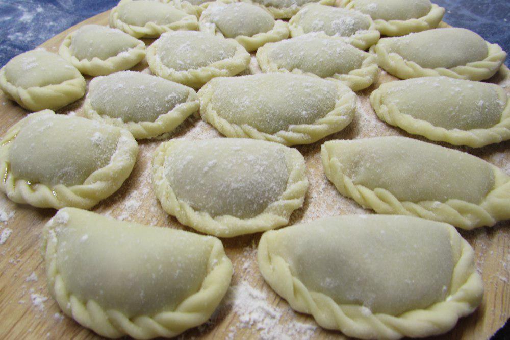 Вкуснейшее универсальное заварное тесто для идеальных вареников, пельменей и чебуреков