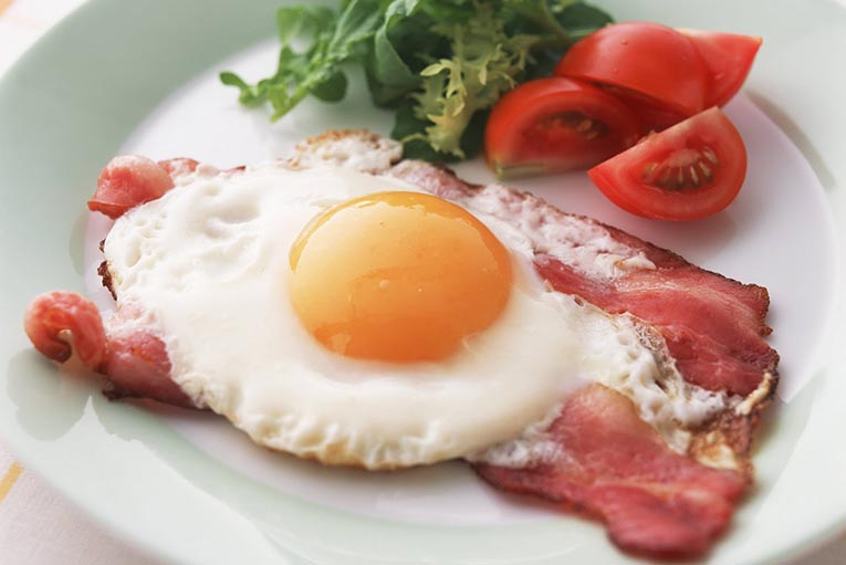 Врачи рассказали о вреде для здоровья, которые несет обычная яичница