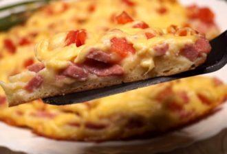 Пирог на сковороде всего за 20 минут: выручит абсолютно любую хозяйку
