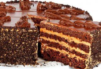 Очень вкусный шоколадный торт. Перед ним не устоит ни один сладкоежка